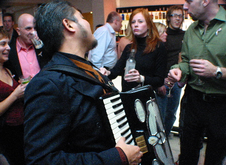 Photo: Joey deVilla, with accordion, calls out to bored-looking possibly-a-model redhead.